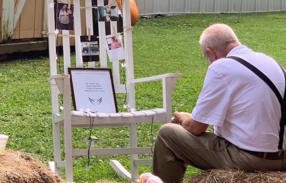 Grandfather Sits Alone at Memorial to Late Wife in Viral Photos from His Granddaughter's Wedding