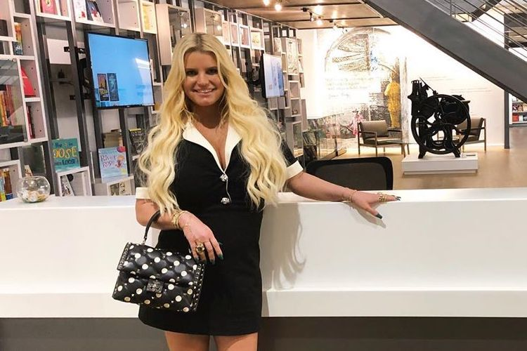 Jessica Simpson Mom-Shamed for Letting Daughter Dye Her Hair