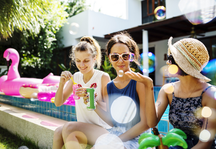 mom forced to attend pool party 5 days postpartum by own family