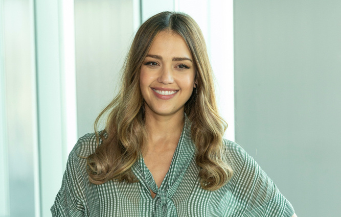 jessica alba on messy motherhood moments on the kelly clarkson show