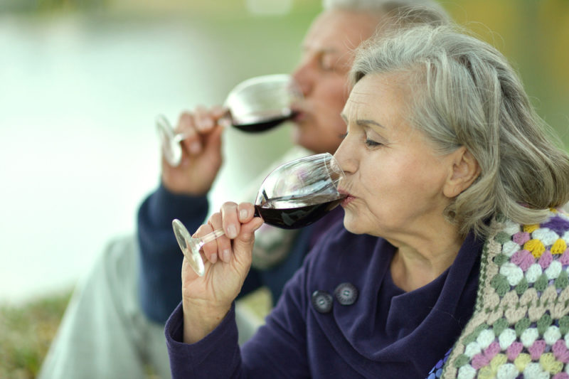 alcohol and coffee lessen chance of premature death