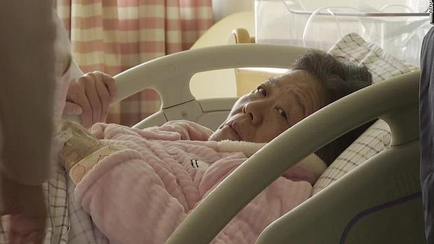 67-Year-Old Chinese Woman Becomes Oldest Woman to Give Birth After Conceiving Naturally