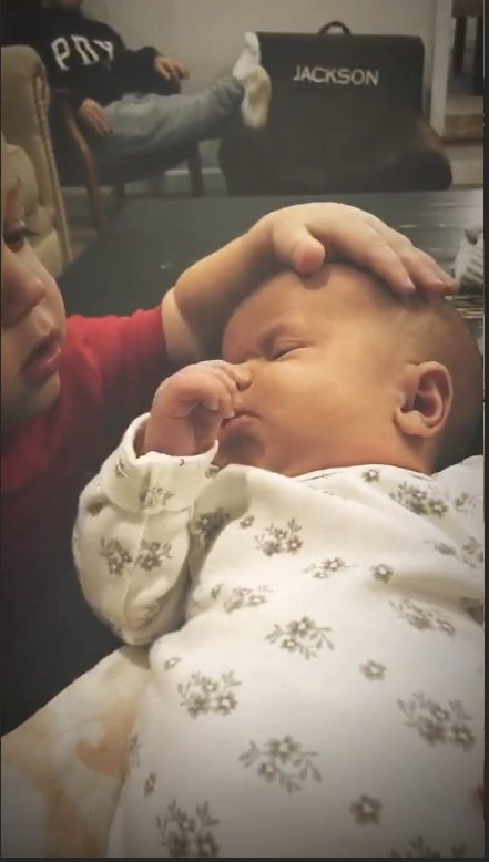 tori roloff shares first photos of her new family-of-four