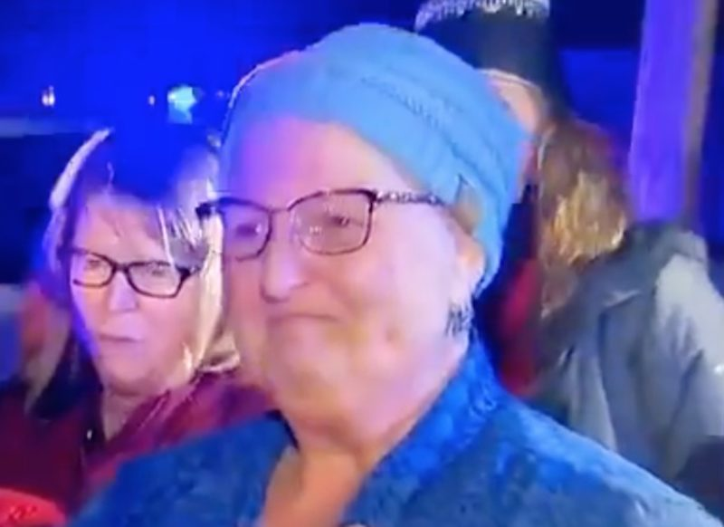 Teacher With Cancer Left in Tears After Dozens of Student Came to Her Home to Sing Her Christmas Carols Before Chemotherapy