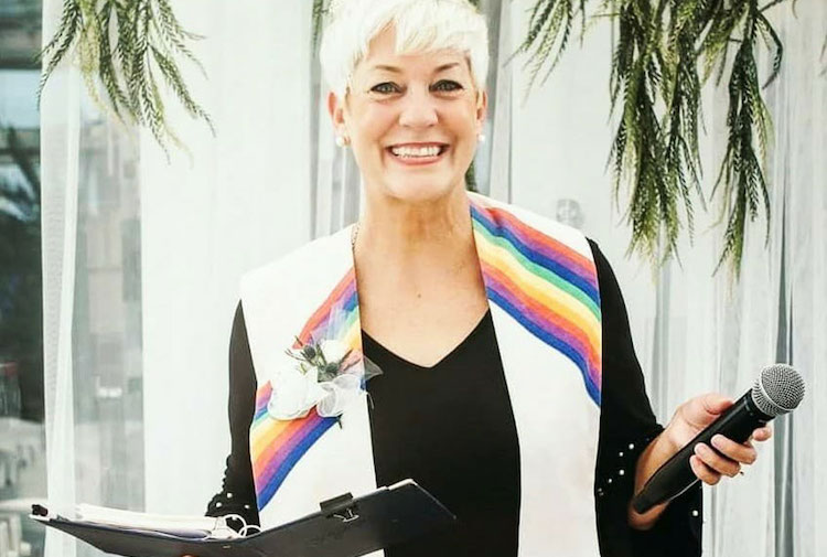 Sara Cunningham: Meet the Incredible Woman Who Acts as a Stand-In Mom for Gay Weddings