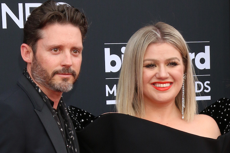 Kelly Clarkson Gets Very Candid About Her Love Life with Husband Brandon: 'It's Not Weird, It's Natural'
