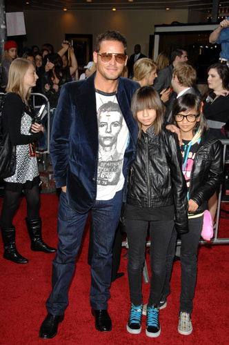20 Celebrities You Might Not Know are Parents to Twins