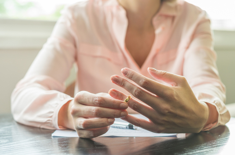 How Long Should a Single Mom Wait to Start Dating After a Divorce?