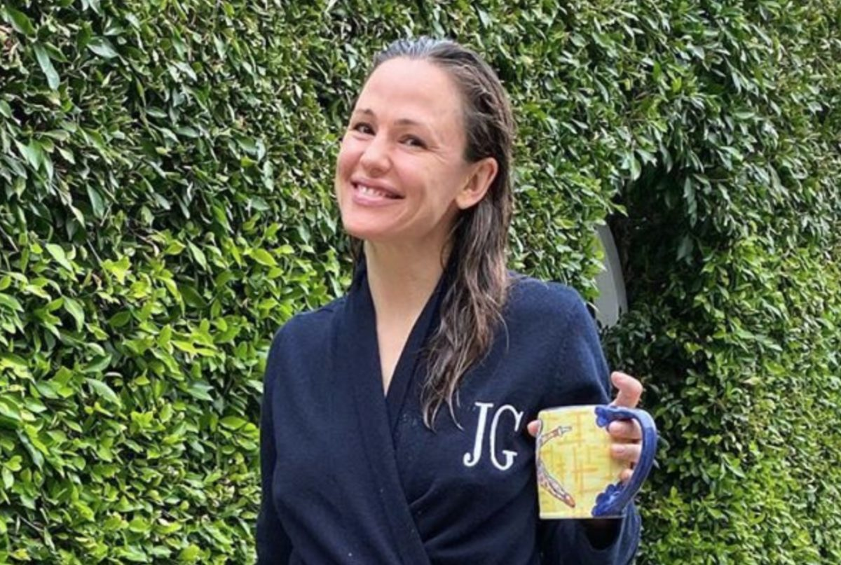 Jennifer Garner Says Thinks Must Be Getting Bleak, Shares the Coronavirus Poem Written by Her 8-Year-Old Son
