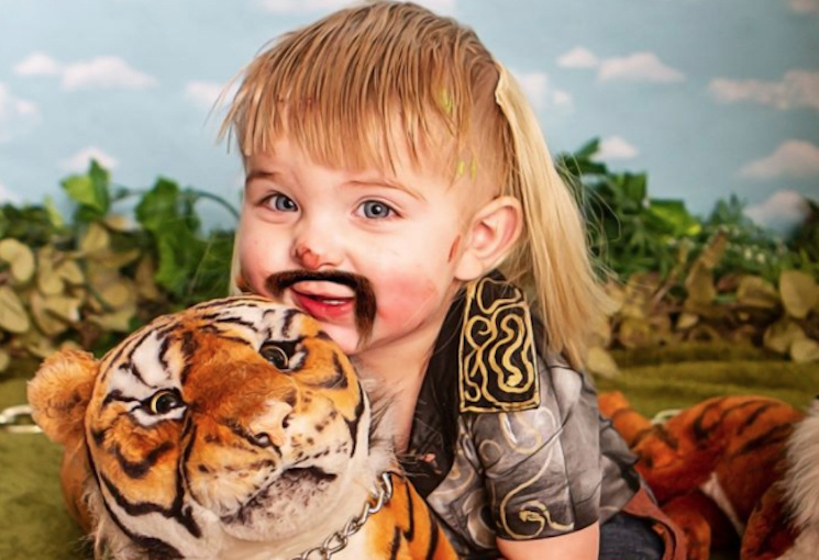 Mom of 9 Creates 'Tiger King' Costumes for Her Kids, Stages Wild Photoshoot