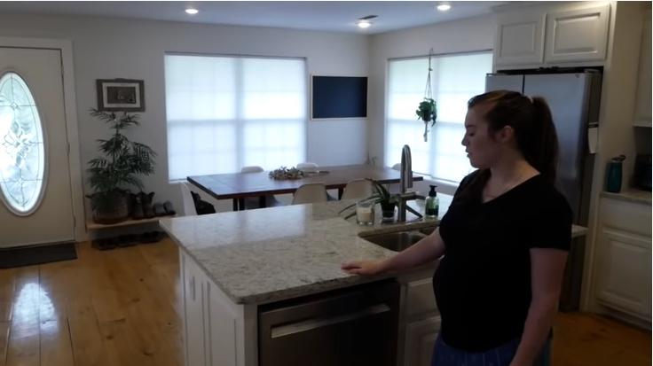 pregnant joy-anna duggar gives home tour
