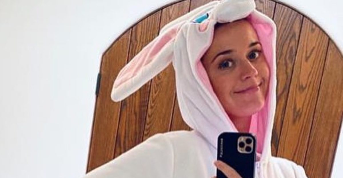Katy Perry Who Is Pregnant While Quarantined Says She's 'Doing Well All Thing Considered'