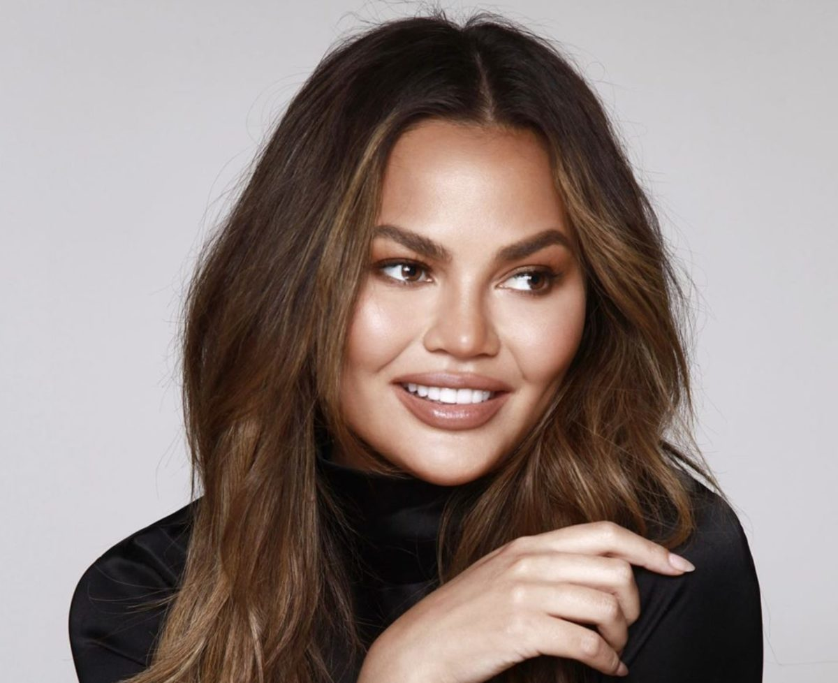 """chrissy teigen calls out her """"rich"""" friends to stop blowing up her dms for pr boxes   even chrissy teigen's """"rich"""" friends want a cravings by chrissy teigen pr package."""