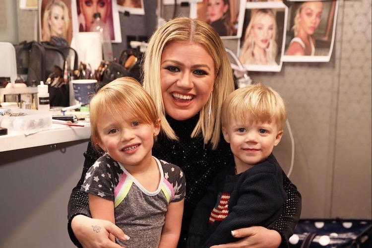 kelly clarkson discovers 4-year-old son has speech delays