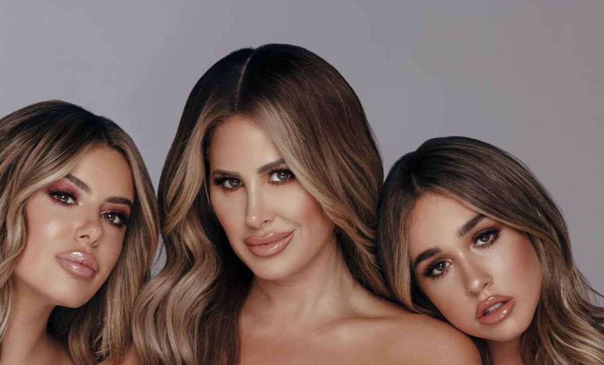 Kim Zolciak-Biermann Praises Daughter Ariana For Graduating