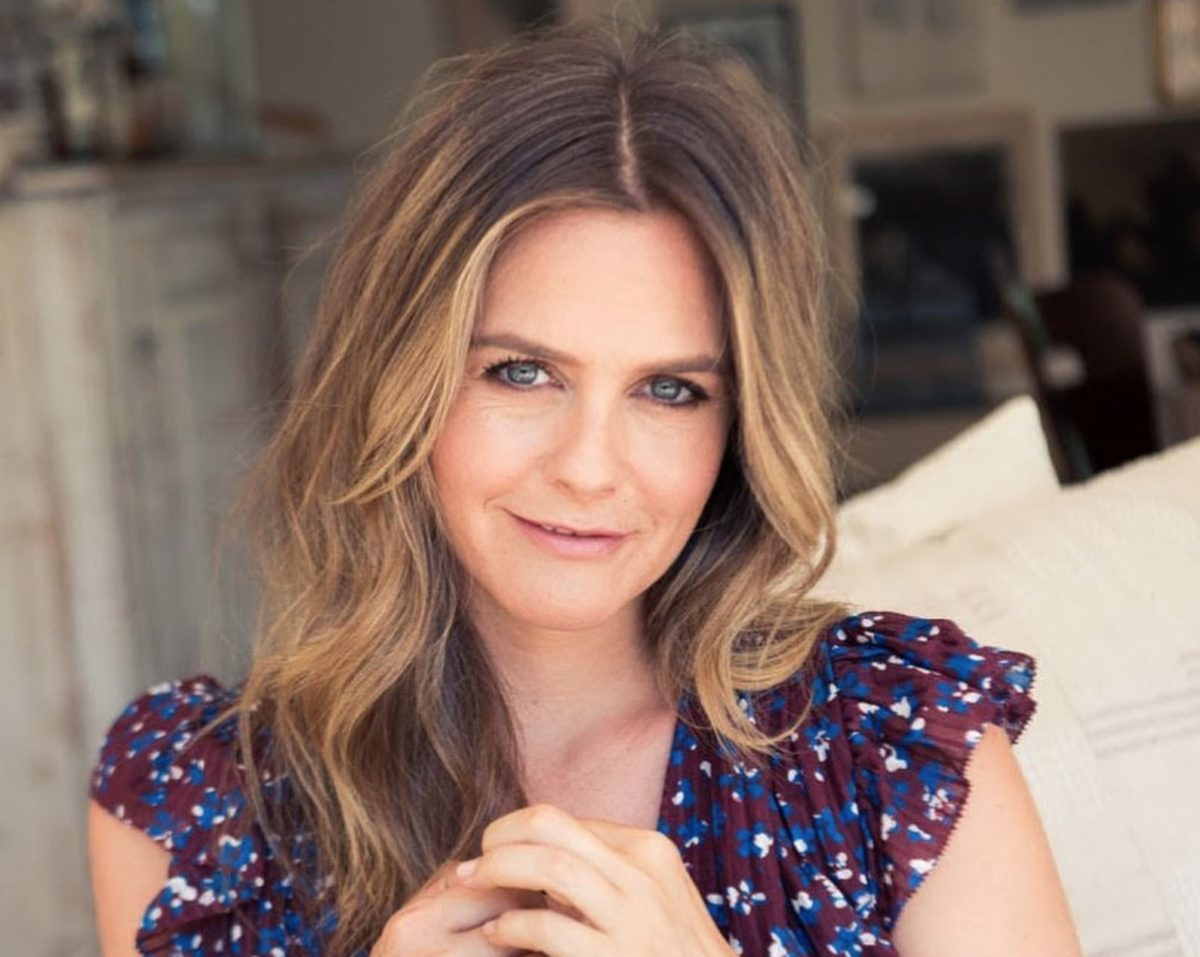 alicia silverstone believes in taking baths with 9-year-old