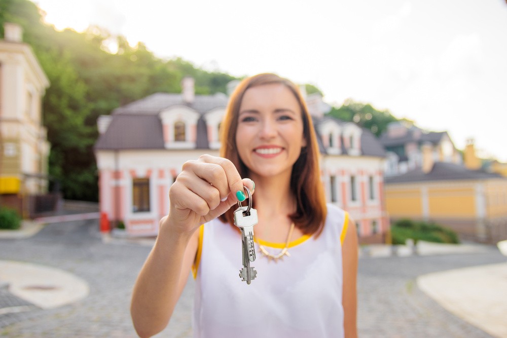 i'm a single mom who is ready to buy her first house: how should i start this process?