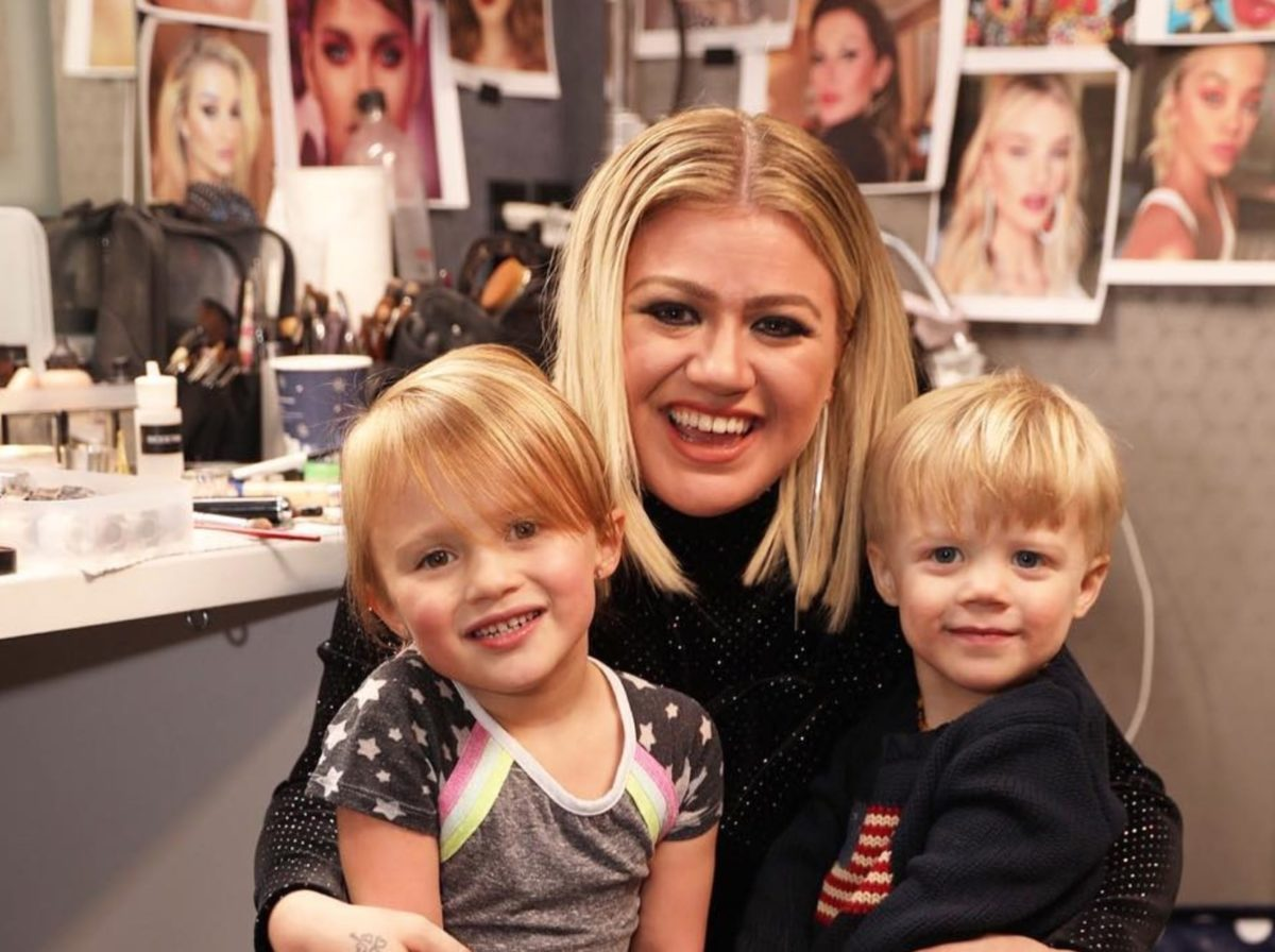 Kelly Clarkson Proud Of Dyeing Daughter's Hair Purple
