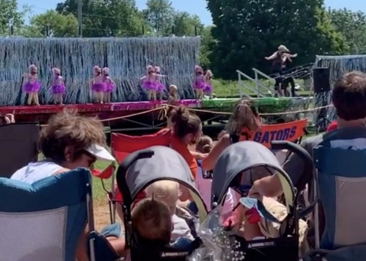 4-year-old has goes viral for freezing on stage