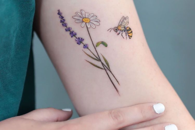 25 Birth Flower Tattoos That Celebrate Each Month of the Year