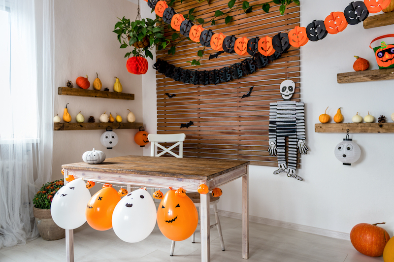 11 DIY Halloween Decorations We Have Enough Time to Try Making Ourselves This year