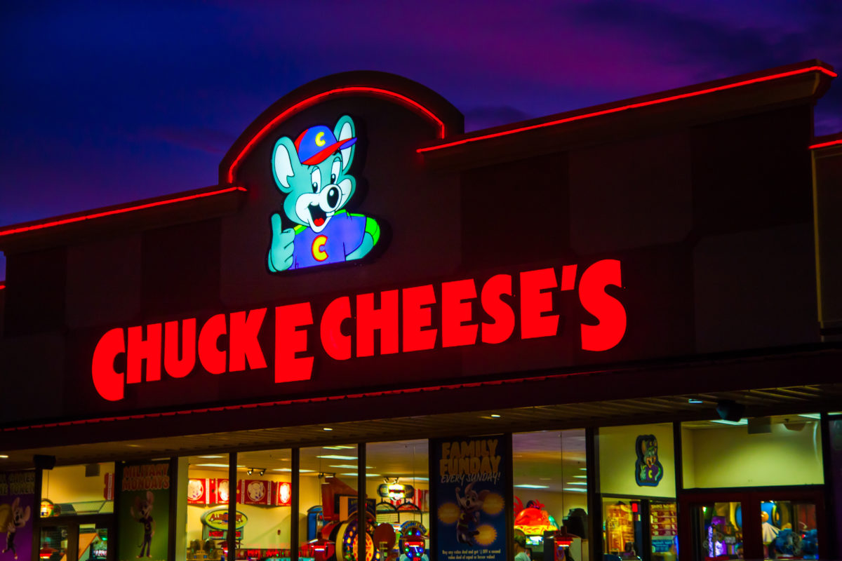 mom of 5 shot to death 4 weeks after giving birth during an argument while with her kids at chuck e. cheese | the woman responsible for 29-year-old eloise chairs' death has since been arrested.