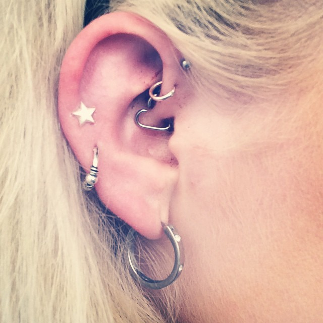 25 Subtle Inner-Ear Piercings