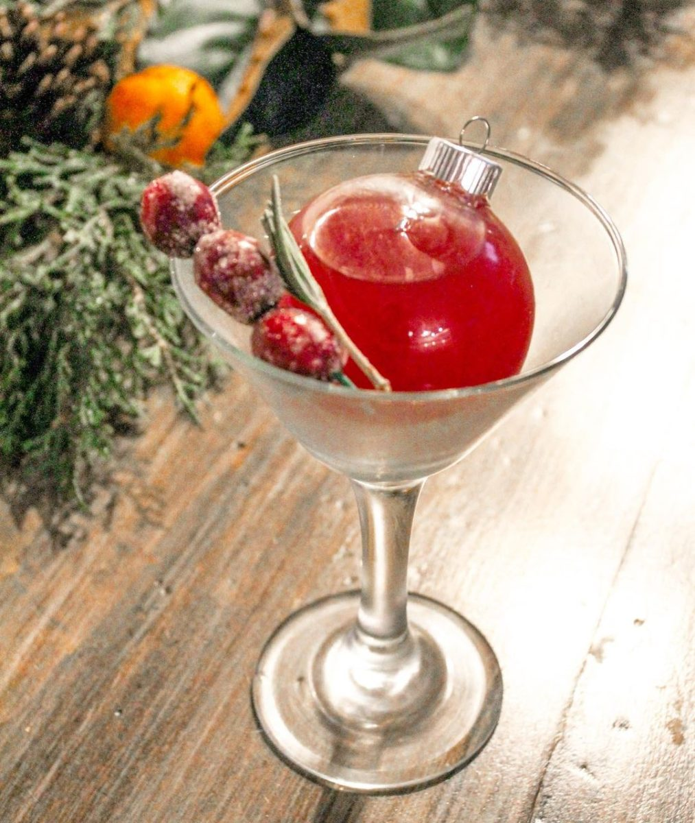 we found 12 heavenly holiday cocktails guaranteed to bring you joy ornamentini