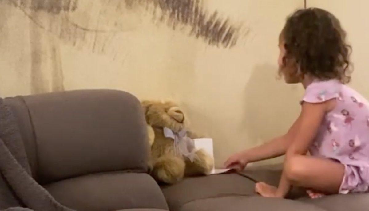 Chrissy Teigen Posts Clip Of Luna Receiving Jack's Ashes