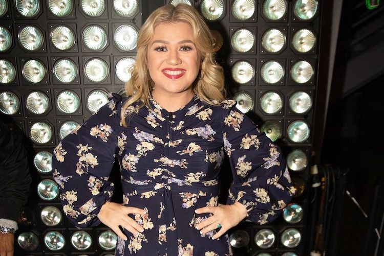 Kelly Clarkson Alludes to Reason for Divorce by Sharing Advice Her Mother Gave Her