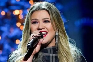 Kelly Clarkson's Ex Seeks Spousal and Child Support