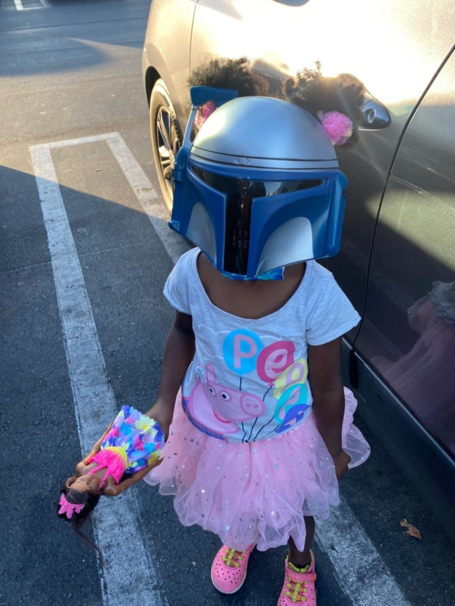 5-year-old girl goes viral for wearing mandalorian mask