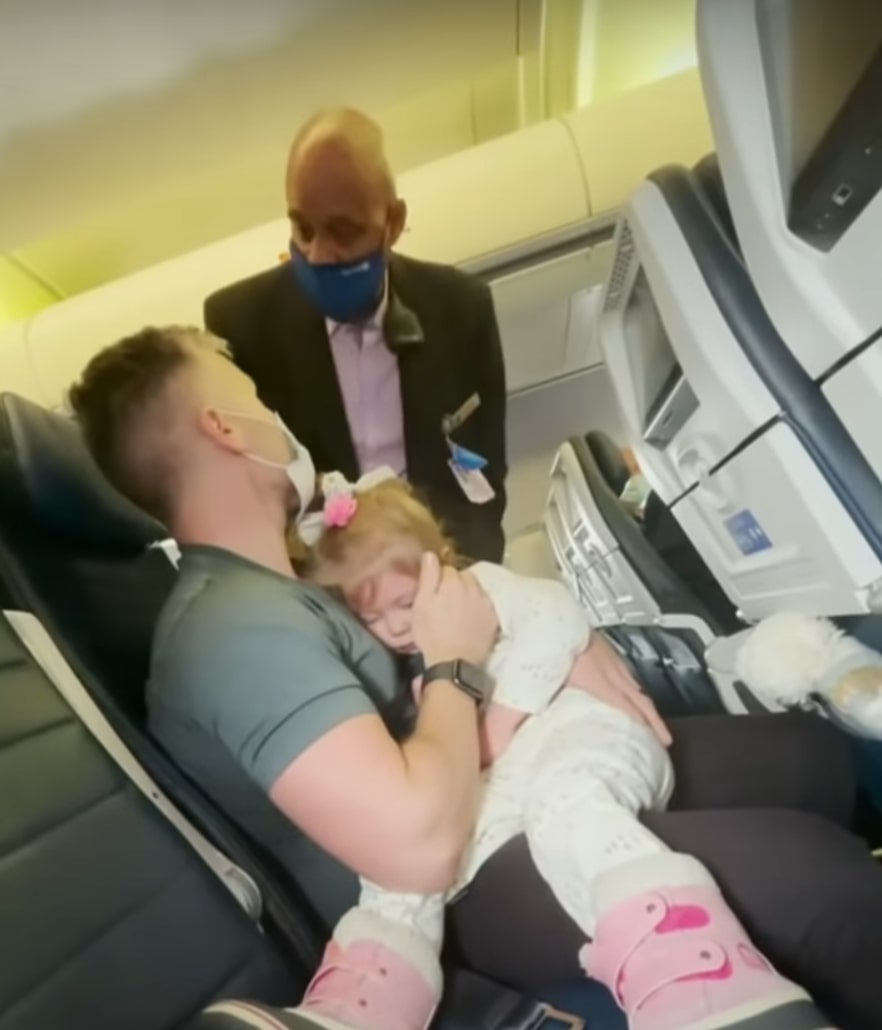 family removed from flight due to unmasked toddler