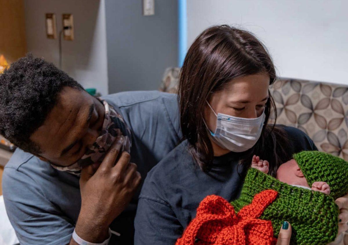 nurses dress up newborns as 'presents' as best gifts of 2020