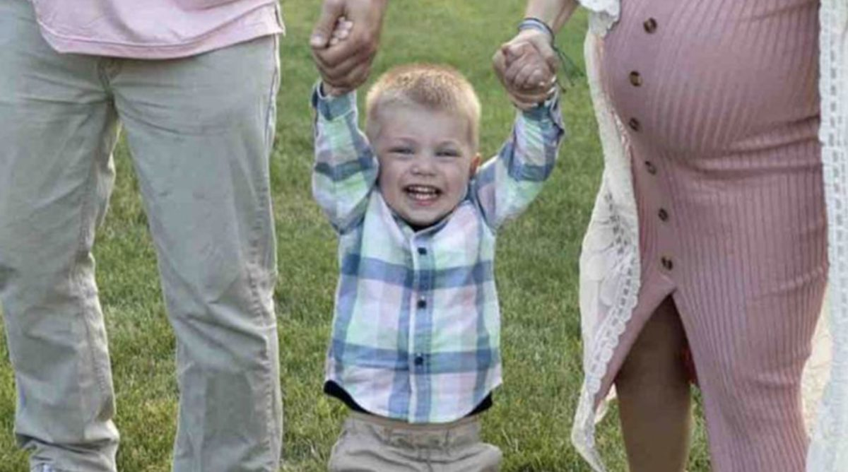 2-year-old boy fatally shoots himself while mom feeds baby