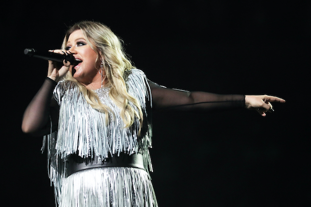 body positive power! serena williams and kelly clarkson celebrate positive body image | serena williams recently appeared on the kelly clarkson show to chat with the host about how she stays positive about her body while in the public eye.