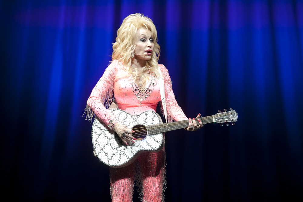 hello, dolly's husband! dolly parton's husband was just seen in public for the first time in literal decades!