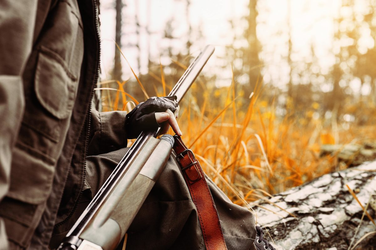 dad accidentally shoots son while hunting, dies