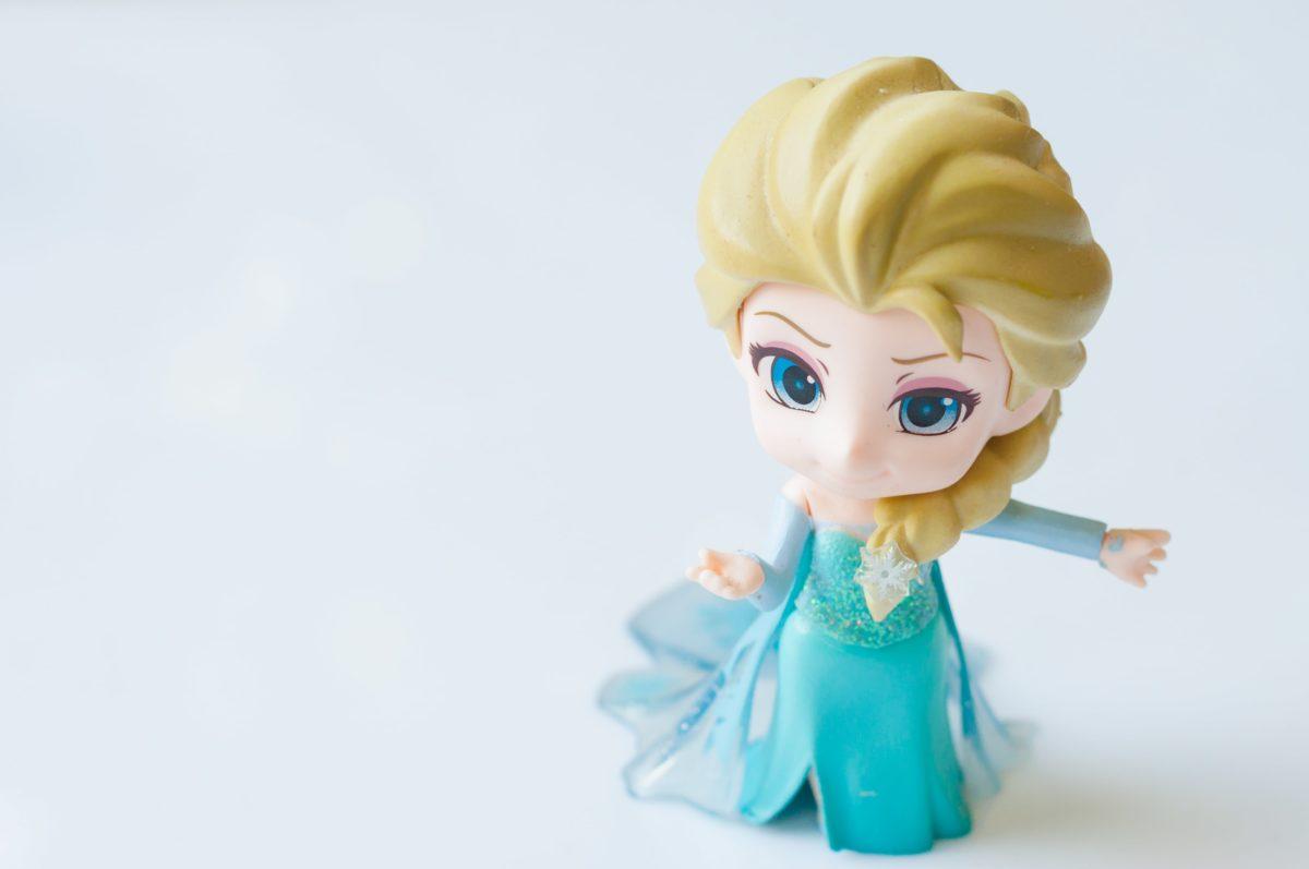 tiktok mom's records nsfw 'frozen' elsa doll malfunction