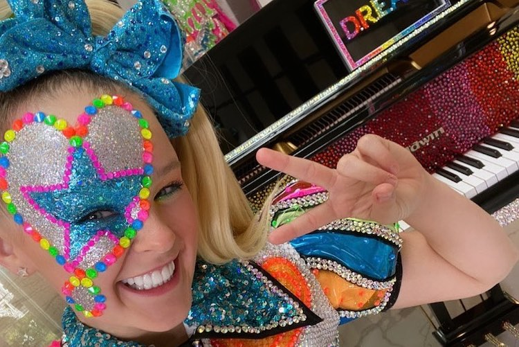 jojo siwa swatted days after coming out