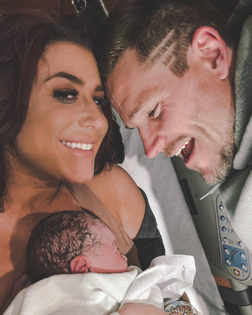 teen mom chelsea houska gives birth to baby girl walker june