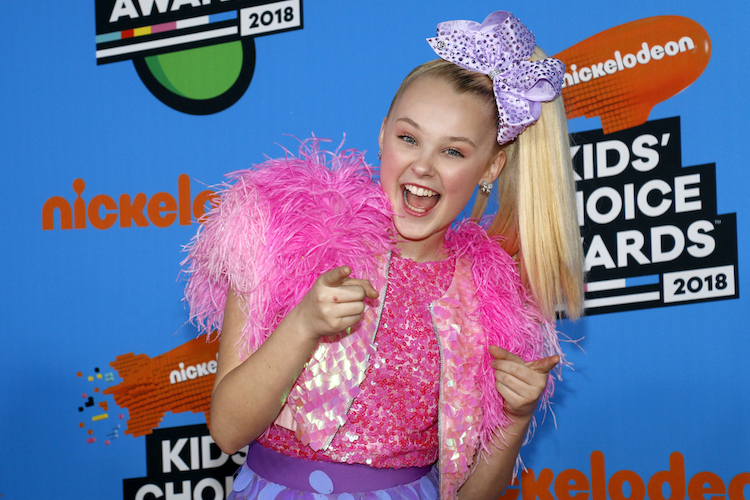 JoJo Siwa Felt Inspired by Her 'Super Encouraging' Girlfriend to Come Out