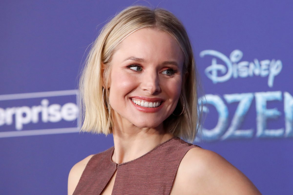 kristen bell shuts down fan claiming actor 'can't stand' dax
