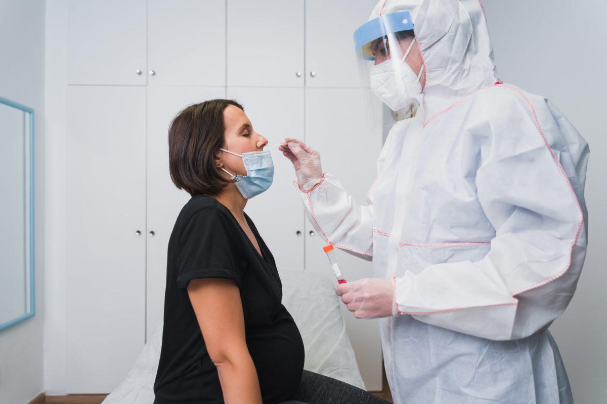 w.h.o. recommends pregnant women immunize against covid-19