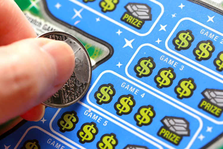 Woman Uses Fake Scratch-Off Lottery Ticket to Reveal Pregnancy, You Must See Her Husband's Reaction