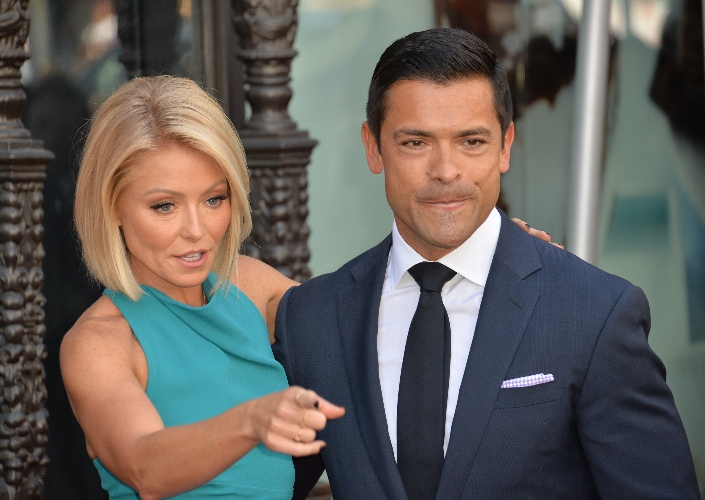 kelly ripa reveals it was a psychic who leaked her pregnancy