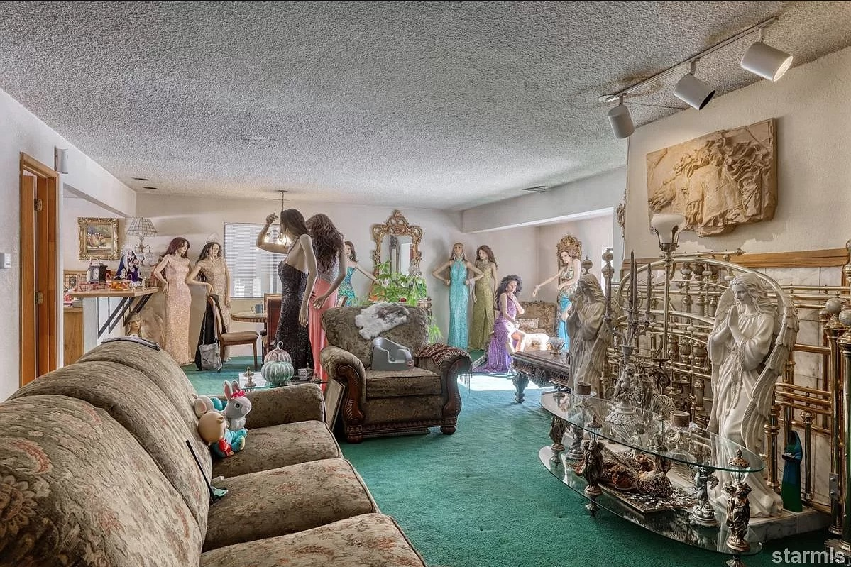 would you buy this mannequin murder house?