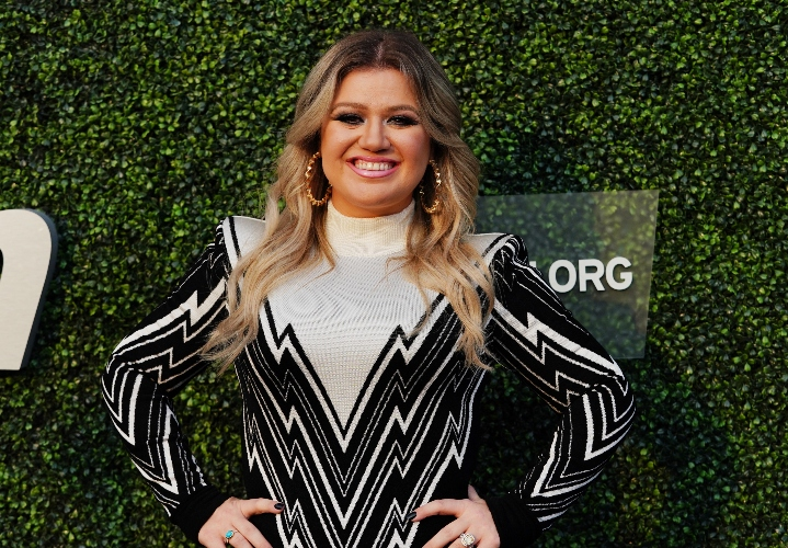 kelly clarkson 'stunned' divorce is taking a 'nasty turn'