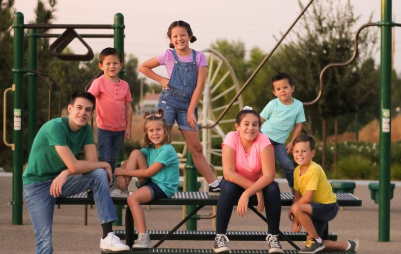 couple adopts 7 siblings after parents are lost in car crash