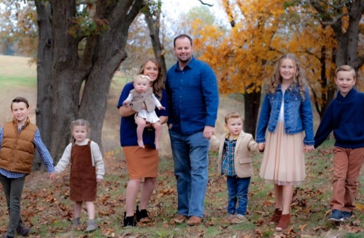 josh duggar, former star of 19 kids and counting, arrested in arkansas days after they announced they are having a girl